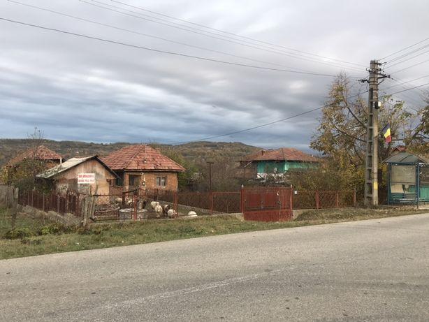 Vand 5548 mp casa + teren in comuna Milcoiu stradal 1.8km de E81 AG-VL