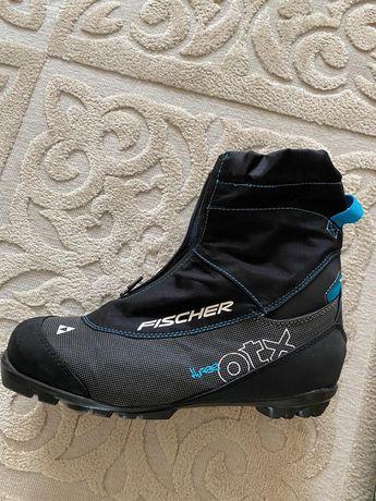 Ботинки лыжные, коньки, лыжи в отличном состоянии