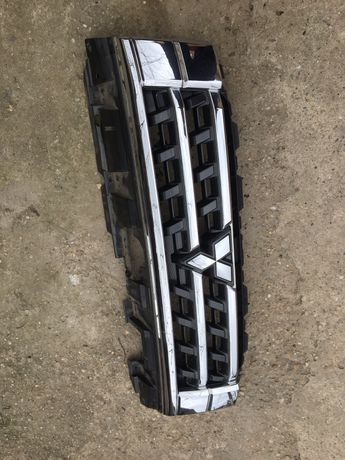 Grilă radiator mitsubishi pajero cod:7450a975.7450a976.