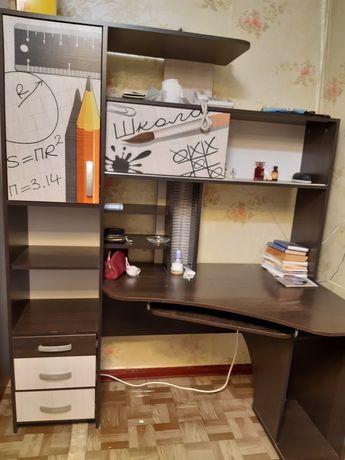 Продам компьютерный стол с шкафом пеналом