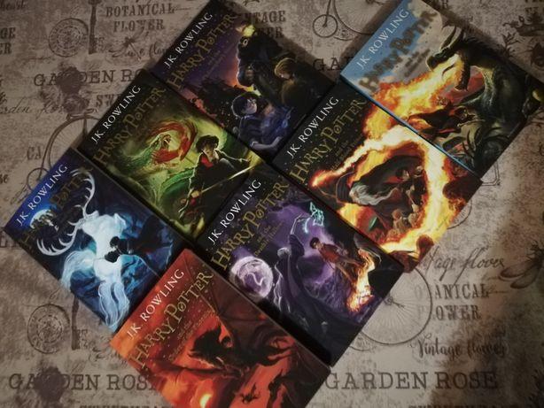 Комплект из 7 книг про Гарри Поттера.