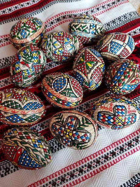 Ouă încondeiate  de lemn și rata