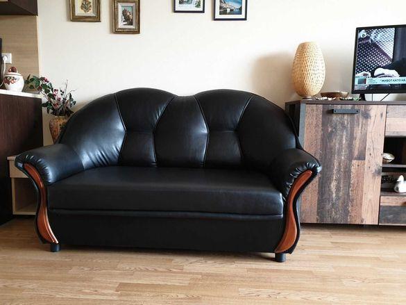 Двуместен диван черна еко кожа, перфектно състояние