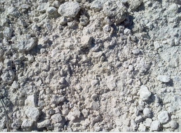 Глина белая,баласт, бой кирпича, песок,щебень