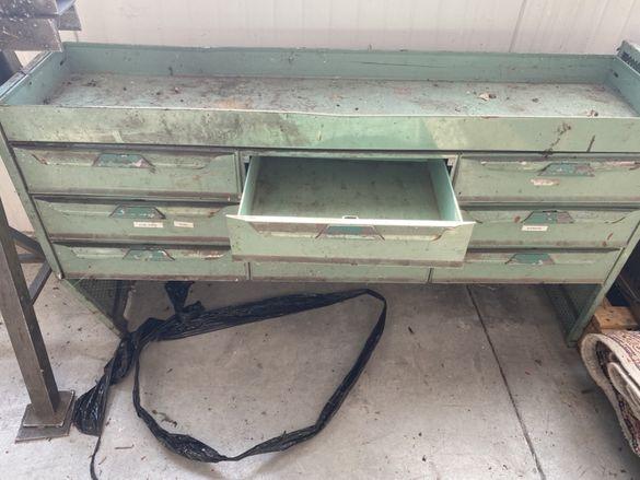 Уникален старинен метален шкаф