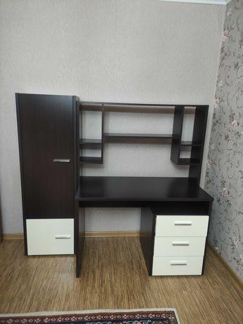 Компьютерный стол в комплетке с книжным шкафом