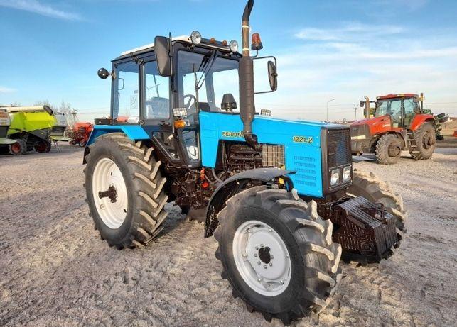 Продам трактор мтз 1221. 2 в идеальном состоянии