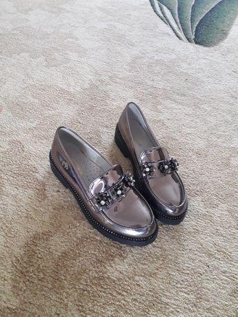 Продам детский туфли