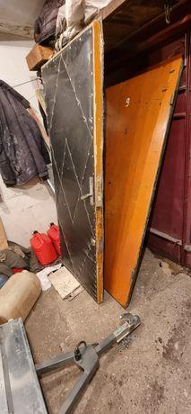 Двери железная и деревянная