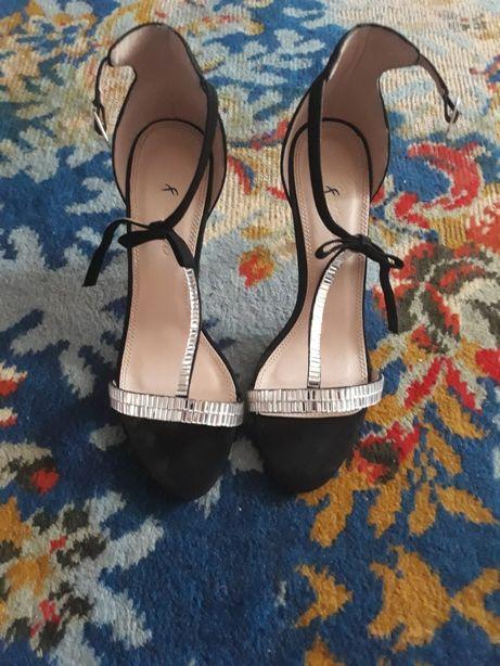 Vând sandale damă