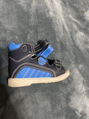 Ортопедическая обувь (варусная стопа)