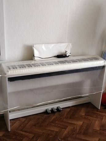 Продам цифровое пианино с гарантией 250000
