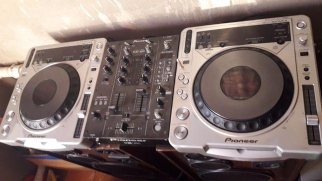DJ оборудования Pioneer CDJ-800MK2 , микшер DJM-400.