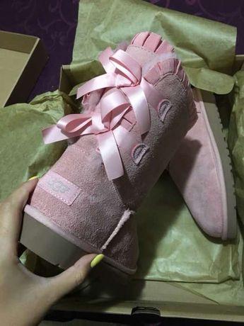 Ugg-uri originale roz pudra cu fundite