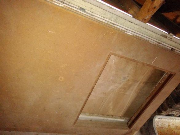 Дървени и фазерни врати заедно с каси