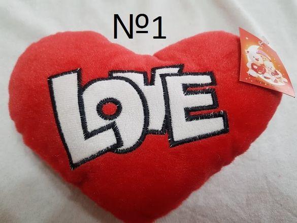Музикални плюшени сърца с различни надписи подходящи за любим човек