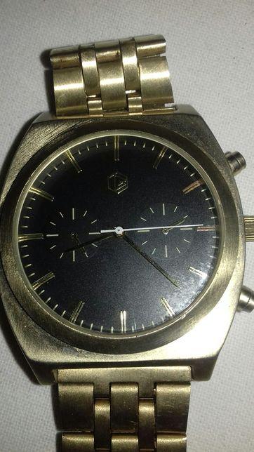 Vând ceas bărbătesc Bershka