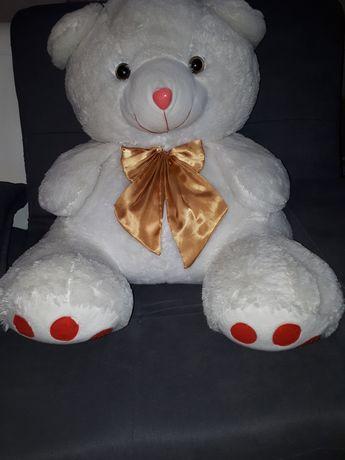 Продам белого большого медведя
