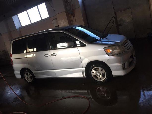 Продам Toyota Noah 2002 года автомат