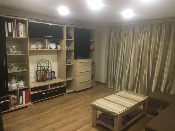 Vand apartament cu 3 camere in M 16