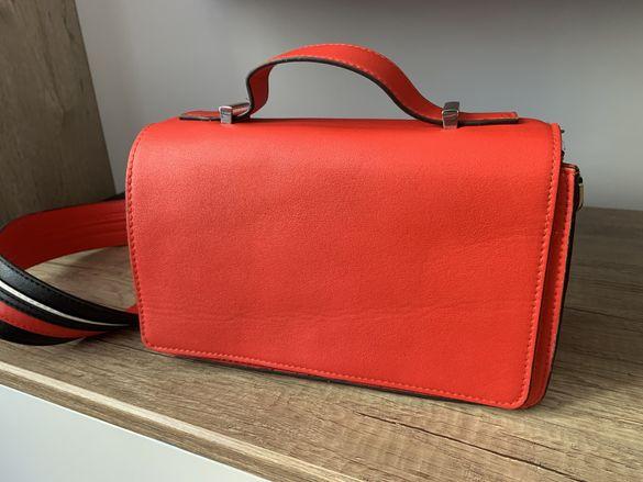 Червена чанта Reserved