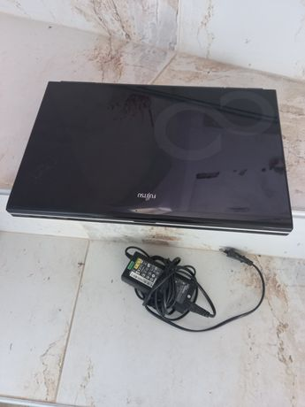 Лаптоп фуджицу .