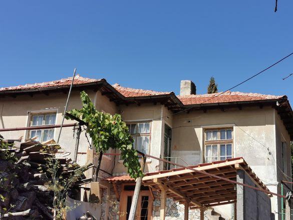 Етаж от къща с двор село Баня Панагюрище