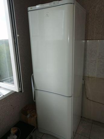 Продам холодильник INDESIT