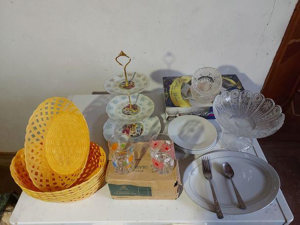 Посуда,хлебница,мадонна,тарелки,ложки,вилки,вазы и .д