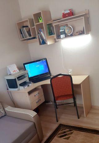 Стол для работы. Для работы на компьтере и  работе с документами.