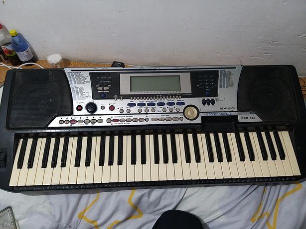 Продам музыкальный синтезатор
