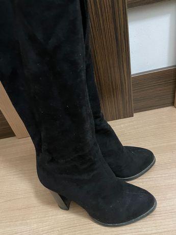 Замшевые демисезонные сапоги-ботфорты