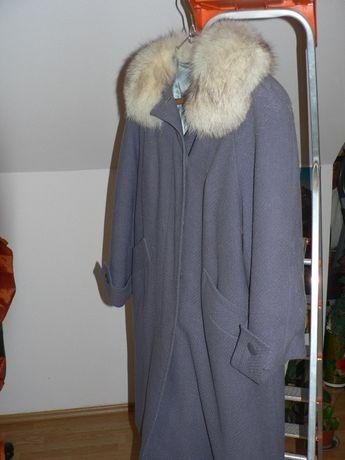 Palton stofa cu guler de blana vulpe polara.