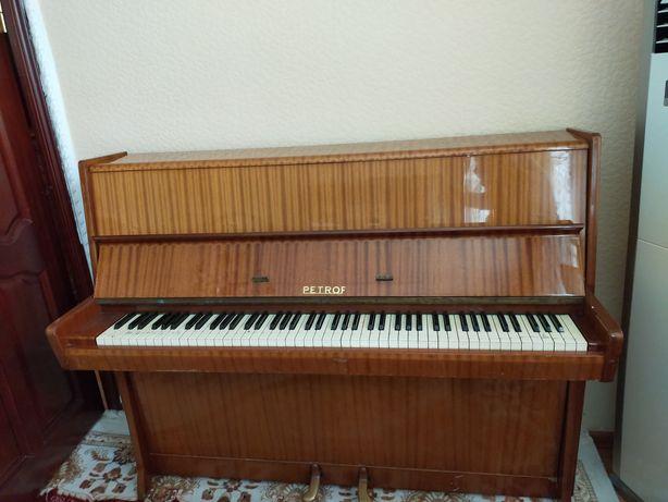 """Пианино """"Petrof"""" 1958 года."""