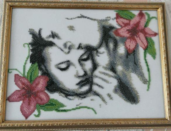 Картина бродирана с мнъста