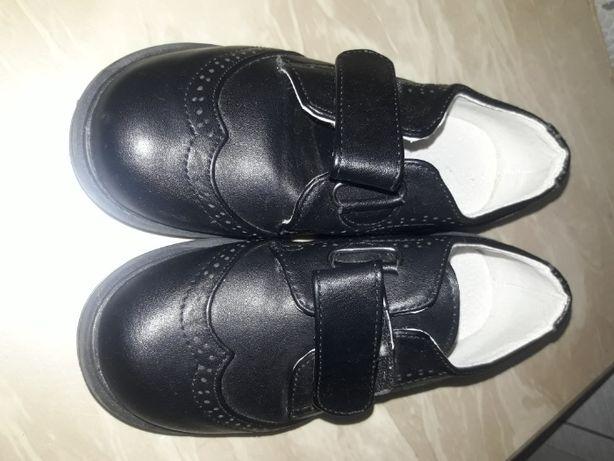 Продам туфли для мальчиков 28 размера