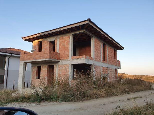 Construcții case la roșu / cheie