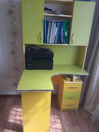 Детский шкаф ,стол.