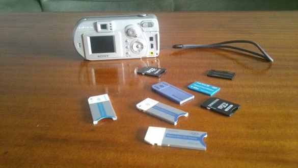 Продавам цифров фотоапарат SONY , заедно с карти памет