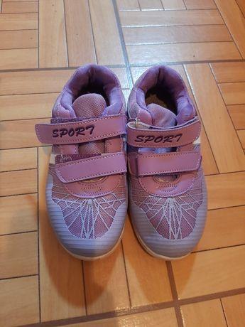 Продам кроссовки для девочки  размер 34