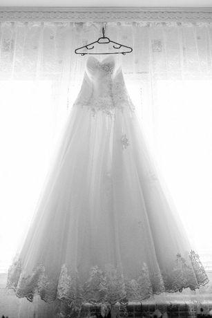 Продава нежна сватбена рокля