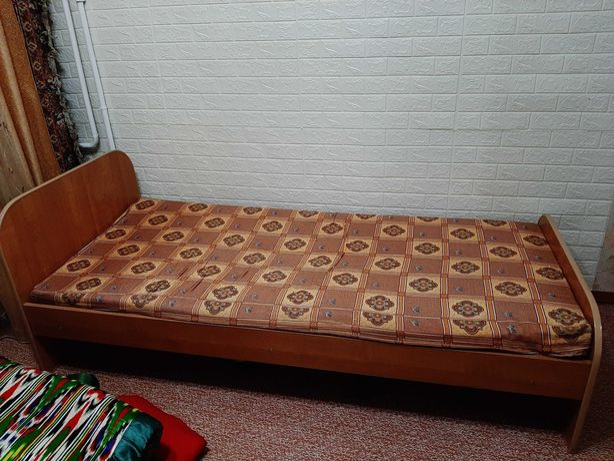 Кровать деревянная, б/у, односпальная