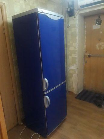 Срочно продам холодильник рабочем состоянии холодит с документами