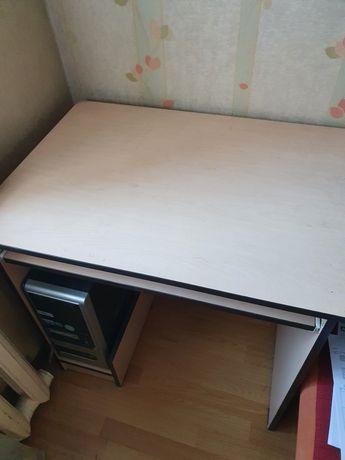 Компьютерный стол. Недорого. Почти новый.
