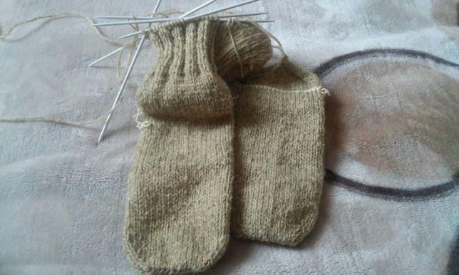 ciorapi din lână de oaie tricotati manual.