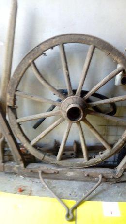 Старо колело от волска каруца