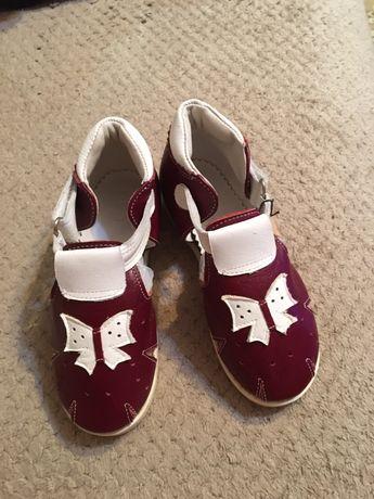 Продам детские сандалики на девочку