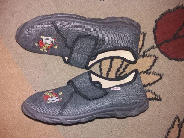 Papuci Superfit noi, 34 marimea