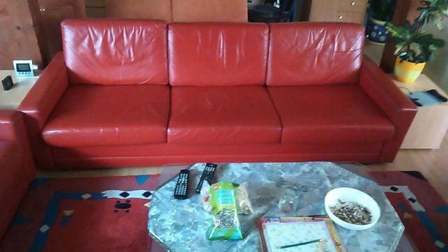 Canapea imitatie piele culoare rosie variabil