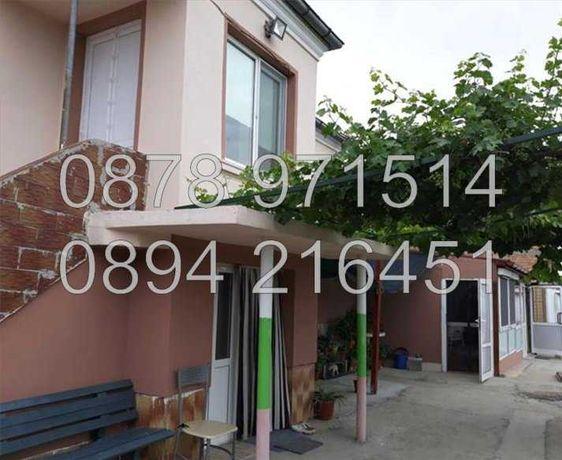 Реновирана двуетажна къща 65м2  с двор 600м2 в центъра - код 15476